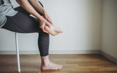 What is plantar heel pain and what are the symptoms?